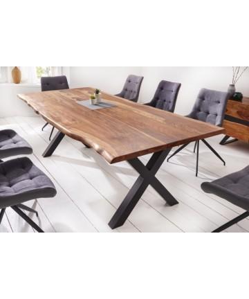 Duży stół z litego drewna do jadalni