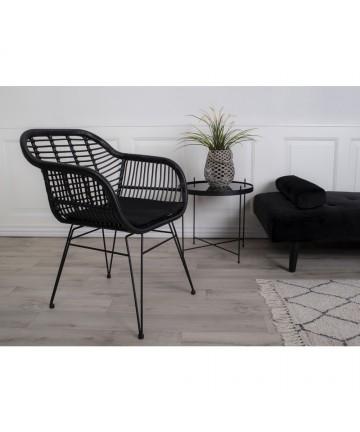Czarne krzesło rattanowe na taras