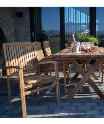 Wygodne drewniane krzesło na taras
