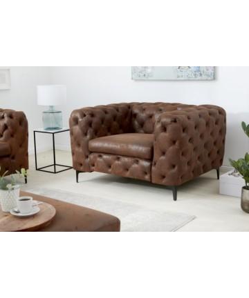 Wygodny fotel w stylu Chesterfield