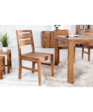 Masywne drewniane krzesło